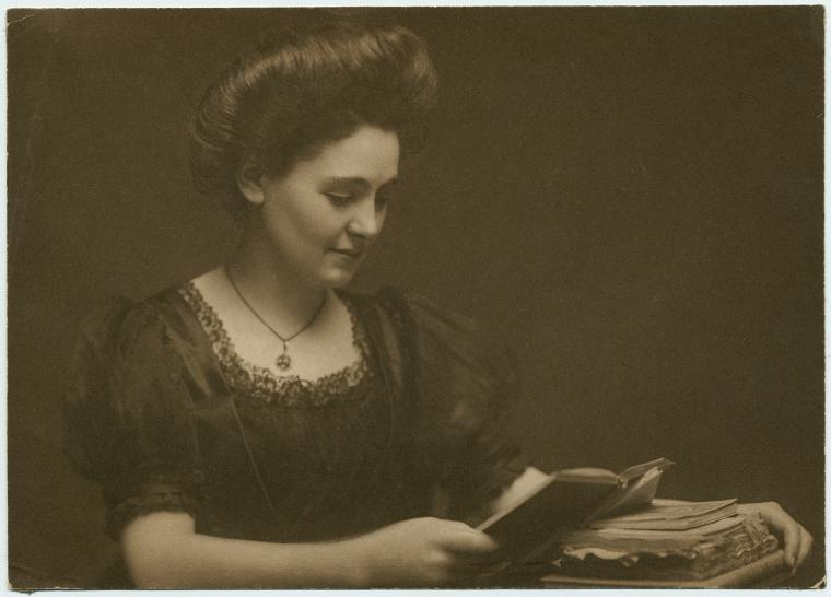 nypl-unidentified-woman-reading-a-book