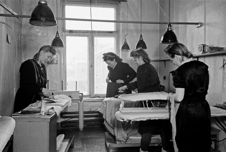 HKM Pukujen ja hattujen prassaysliike Vaino Kannisto 1946
